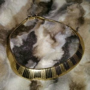 Vintage Gold Tone Necklace. Very beautiful.
